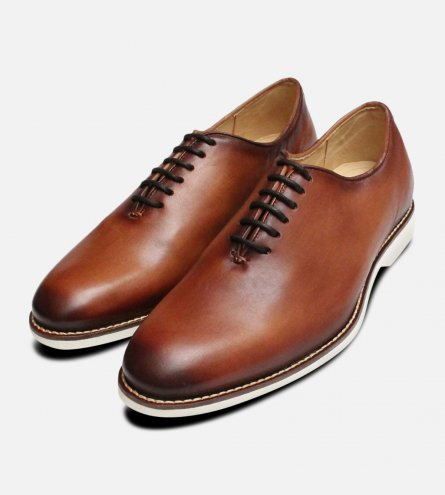 Tan One Piece Wholecut Oxford Shoes by Anatomic & Co